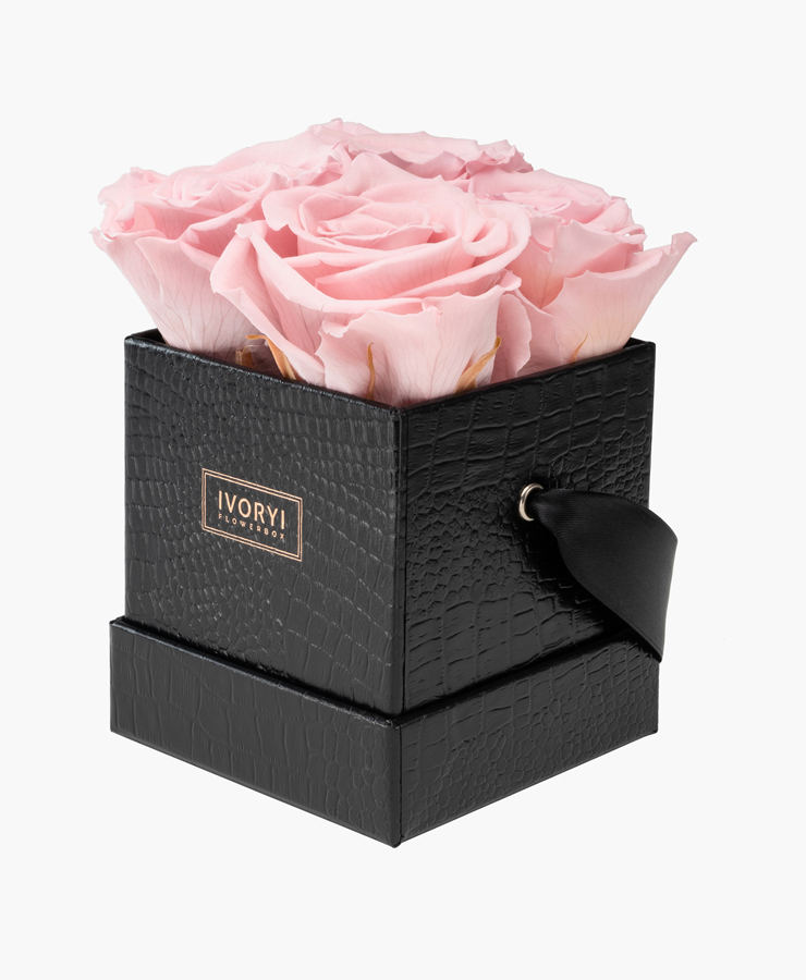 ivoryi-friends-ivoryiflowerbox-infintiy-flowerbox-fifth-avenue-edition-small-blush-rose-side-grace